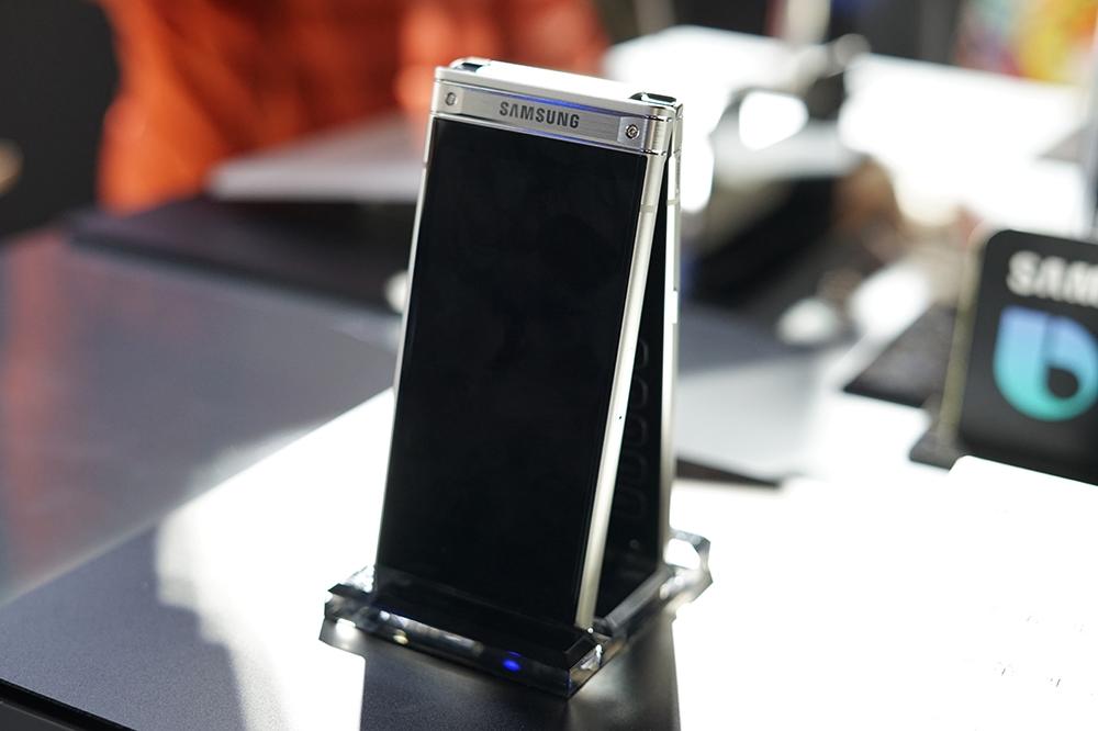 Samsung W2018-Sina_com-01