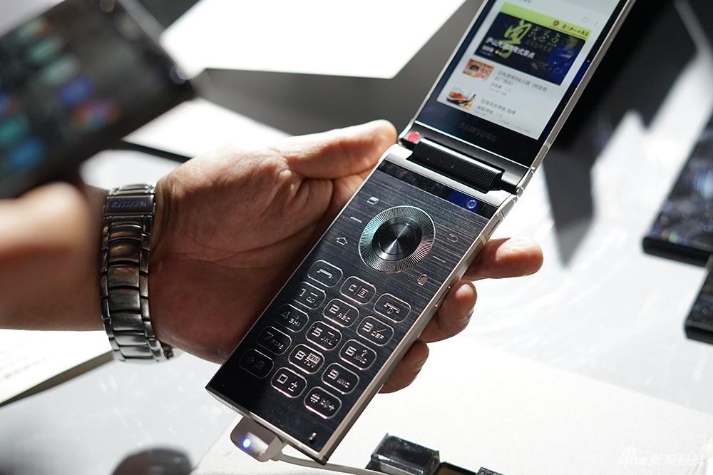 Un nuevo teléfono plegable que costaría aún más que el iPhone X
