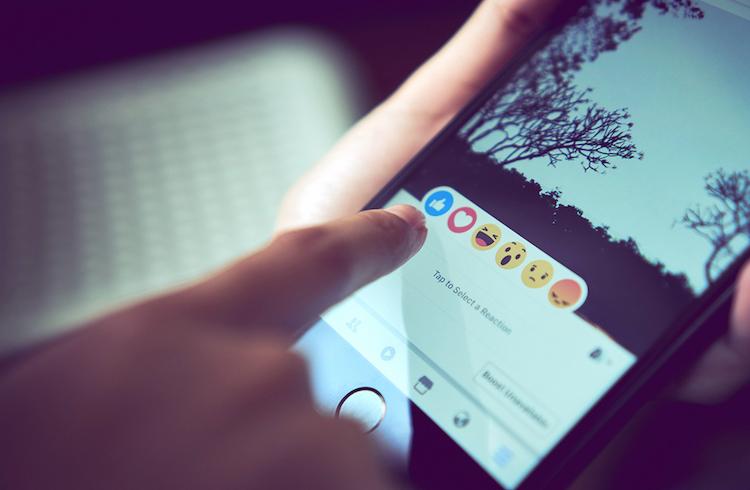 EU y Reino Unido investigan filtración de datos de Facebook