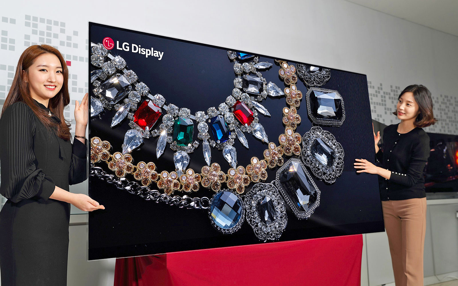 LG-Display-88-inch-8K-OLED-Display-ed