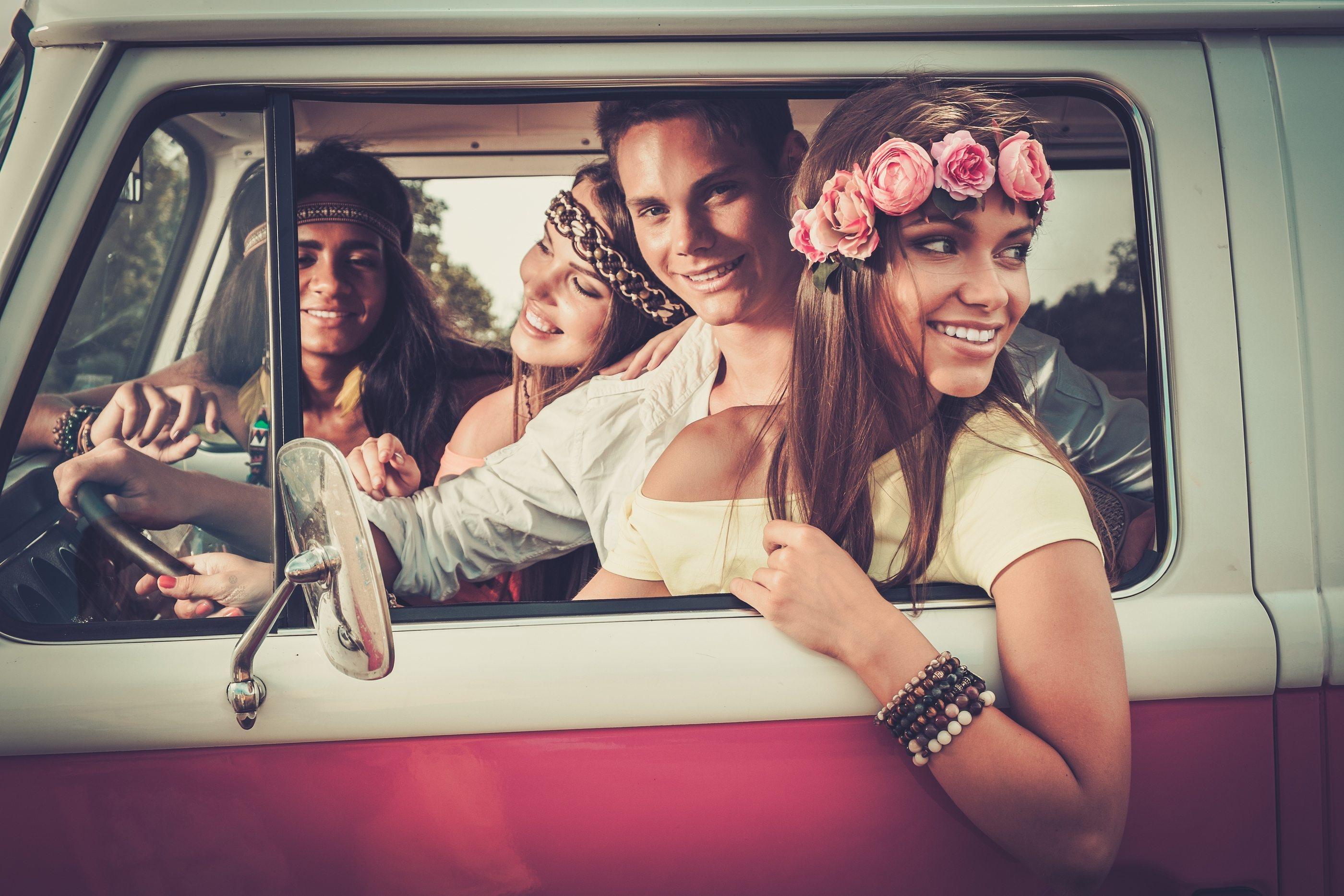 Bigstock-Friends-Viaje-Trip-Facebook