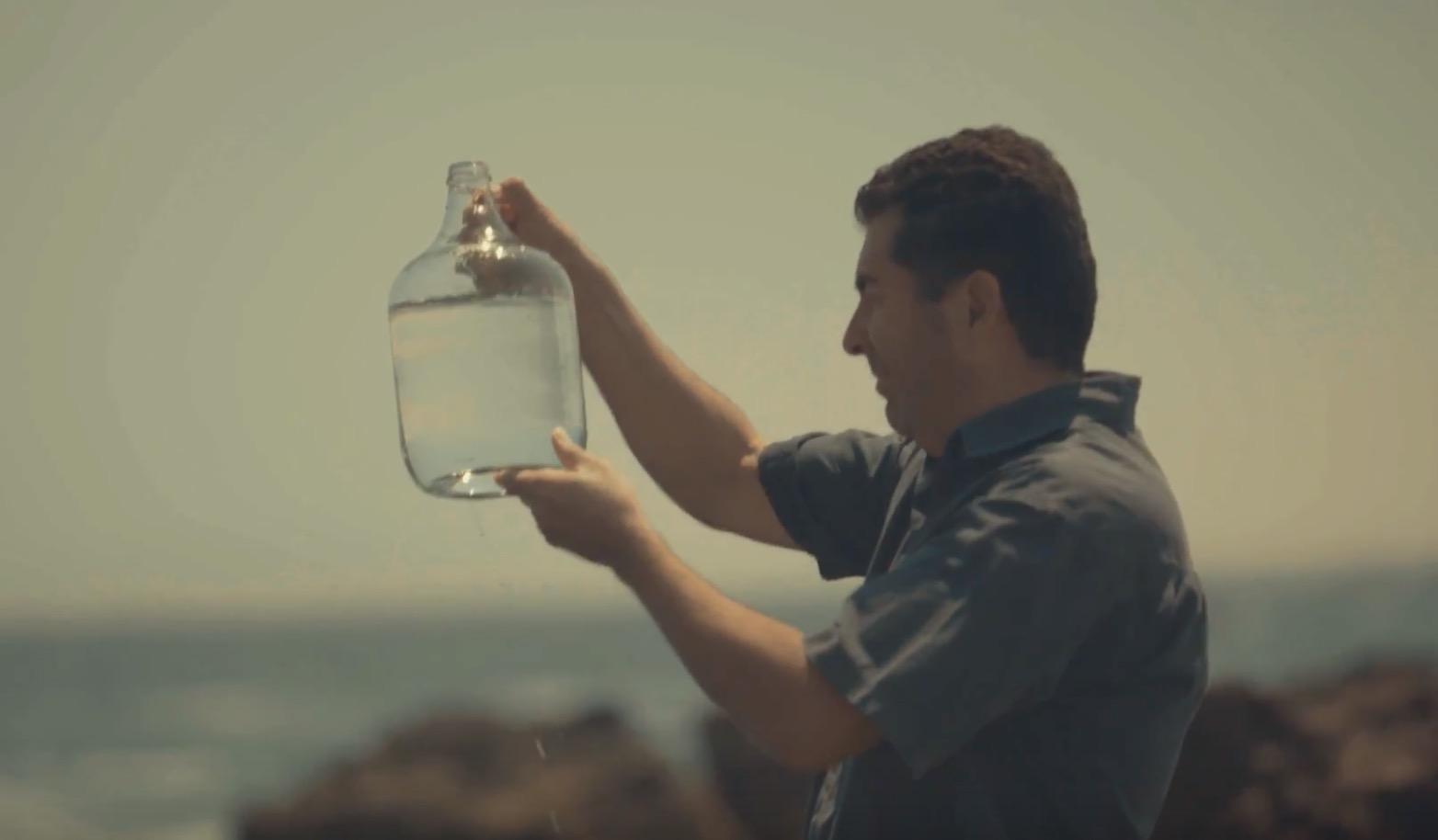 Crean cerveza artesanal boliviana con agua de mar de Antofagasta