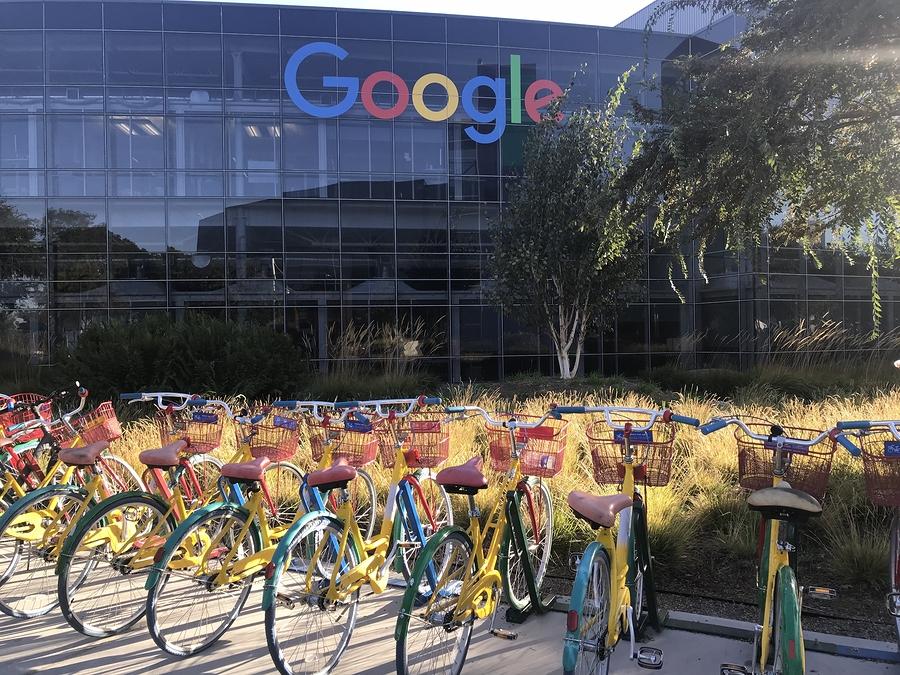 Google alcanza meta de energía 100% renovable