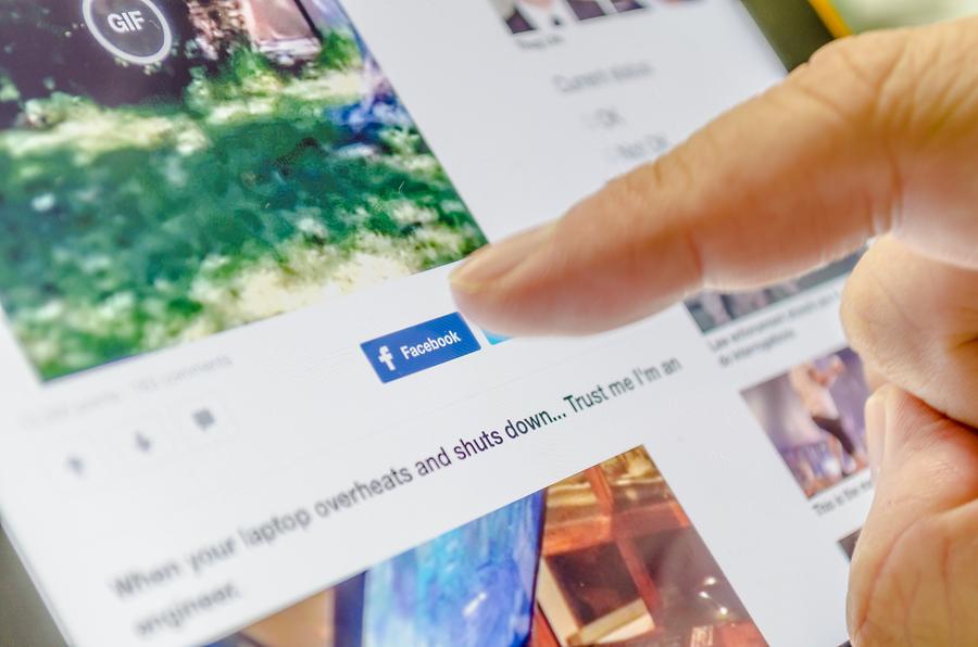 Zuckberberg testifica ante el Senado de los EE.UU — Escándalo en Facebook