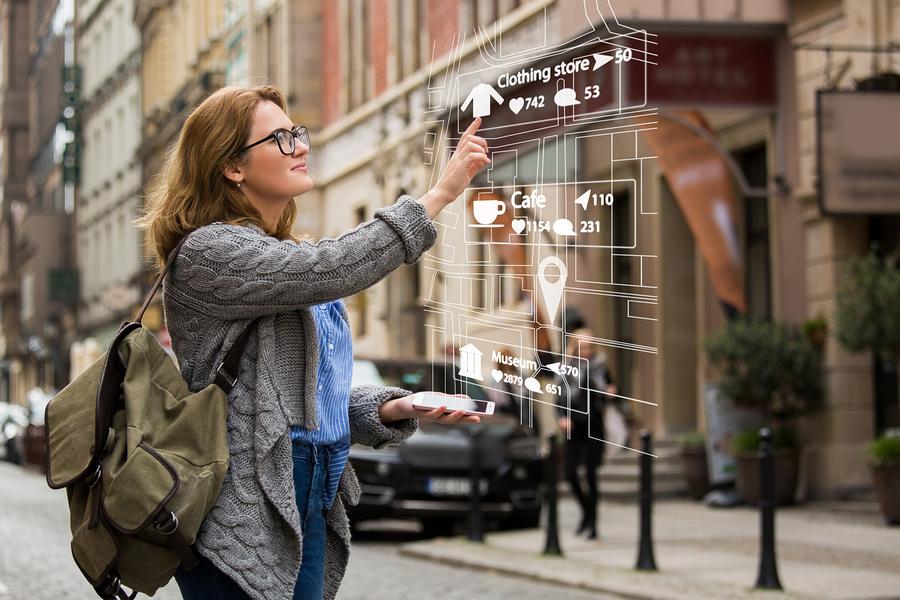 Augmented Reality-Realidad Aumentada-Bigstock