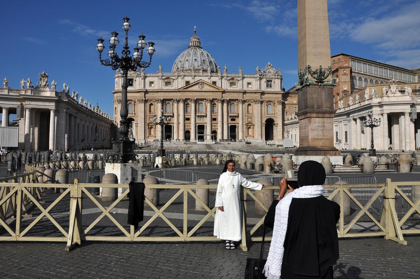 Francisco autoriza a las monjas a usar redes sociales