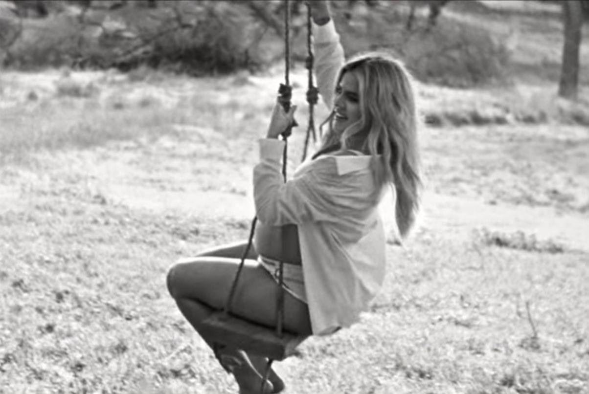 Khloé Kardashian luce su embarazo en nueva campaña de Calvin Klein 4c7a66da04
