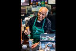 starbucks-ancianos-abuelitos-tienda-mexico