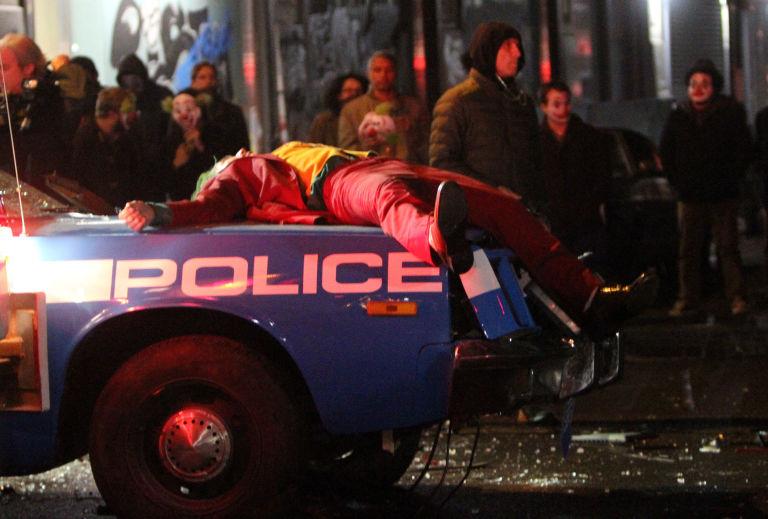 The Joker-Joaquin Phoenix-Police-04