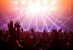 Los autoconciertos pretenden ser una solucióna las presentaciones de las bandas musicales.