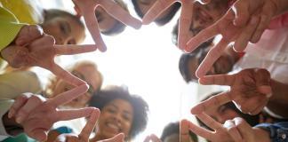 Valores-gente-union-friendship-Bigstock-Coca-Cola