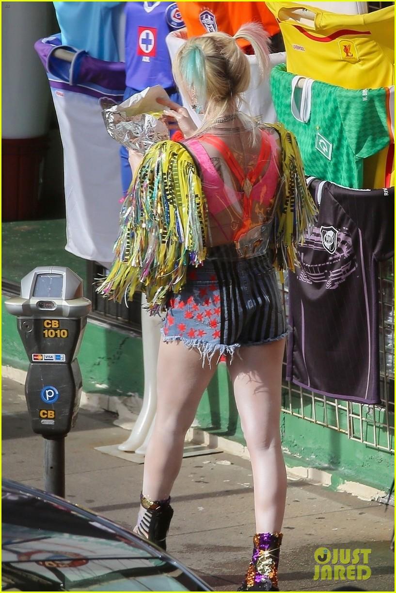 Margot Robbie—Harley Quinn-Birds of Prey-Just Jared-02
