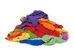 Pila de ropa de colores