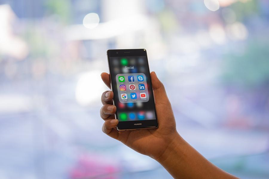 Huawei-smartphone-Bigstock