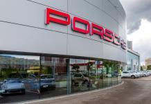 Porsche. concesionario en Kazan, Rusia