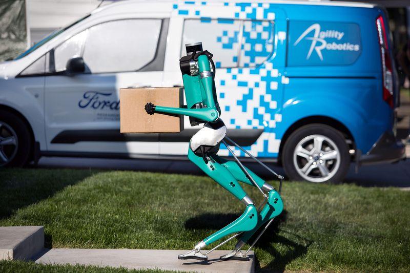 Vehículos autónomos y robots, el futuro de las entregas a domicilio