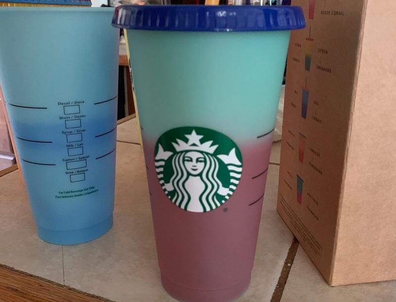 9675e9cbb06 Starbucks lanzó vasos que cambian de color, se agotan y consumidores ...