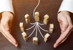 bigstock-Boss-Defending-job-empleo-team