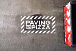 Campaña destacada: Paving for Pizza, una muestra de cómo hacer publicidad tapando baches