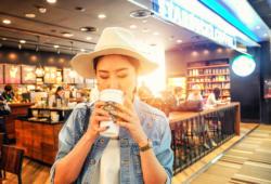 Bigstock-Consumer-Consumidor-Starbucks
