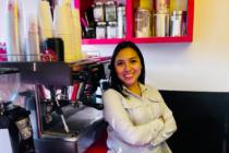 Xareni Hernández, mujer emprendedora liderando Coffareni