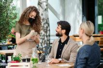 Un estudio encuentra que millennials y centennials son más tacaños que el resto