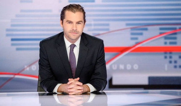 telemundo ya tiene nuevo conductor Julio Vaqueiro