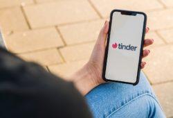 Tinder denunció a Apple y parece que la app de citas tiene razón